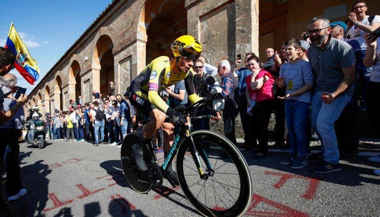 Viens no favorītiem Rogličs uzvar 'Giro d'Italia' pirmajā posmā; Neilandam 66.vieta