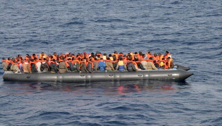 Šķērsojot Vidusjūru, šogad visvairāk migrantu ieradušies Spānijā
