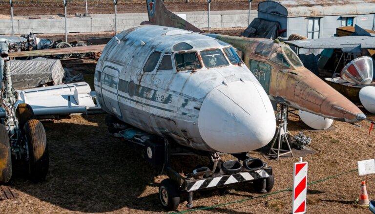 Во вторник Рижский музей авиации перевозит экспонаты под Скулте