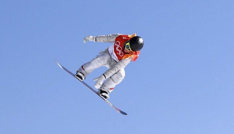 Amerikāniete Andersone izcīna otro olimpisko zeltu snovborda sloupstailā