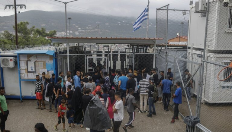 Grieķija būvēs jaunus migrantu centrus Vidusjūras salās