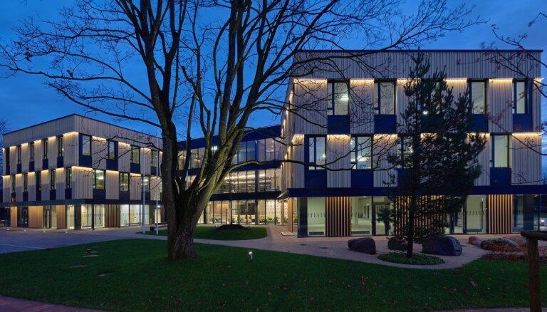 Foto: Ekspluatācijā nodota jaunā biroju ēka 'Mežaparka birojs'