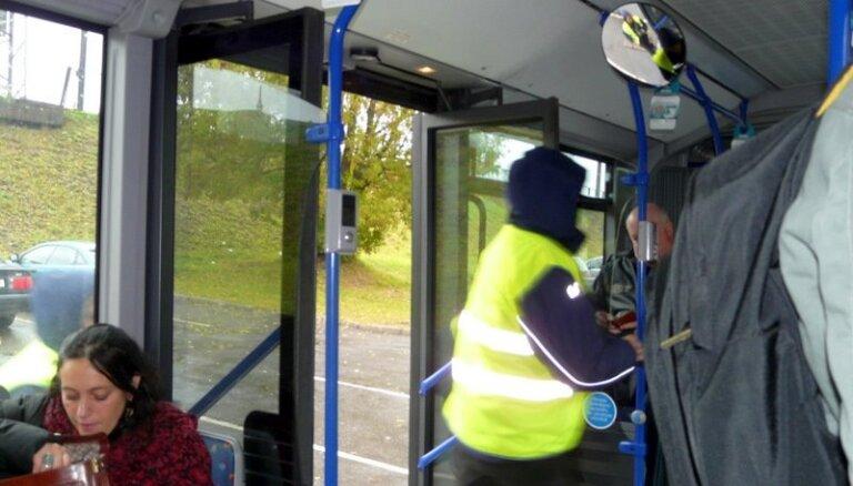 'Rīgas satiksmes' darbinieki pret biļešu cenu 'lēciena' negāciju un kritikas vilni gatavoti vērienīgā ballē