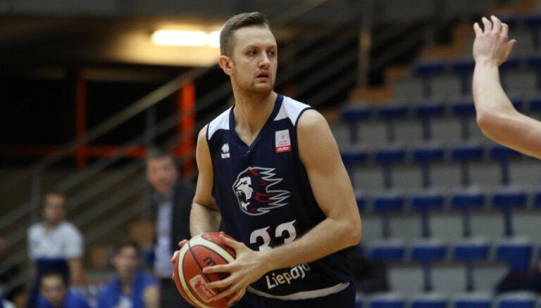 Sīpoliņa 'sirēnlauzis' nodrošina 'Liepājas' basketbolistiem uzvaru pār 'Valmiera Glass'/ViA