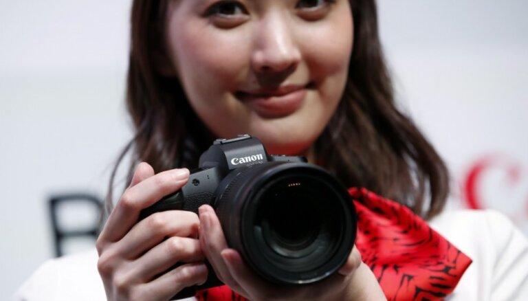 Arī 'Canon' prezentējis savu pirmo pilna kadra bezspoguļa fotokameru