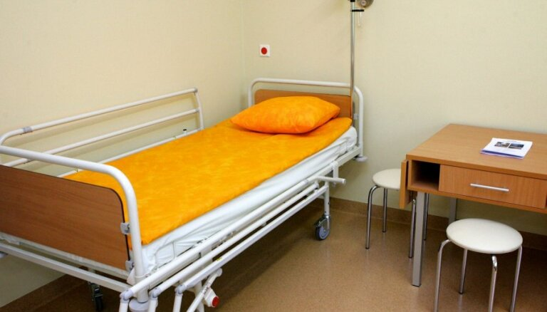Reizēm pacienti paši lūdz sevi piesiet pie gultas, pauž Balode