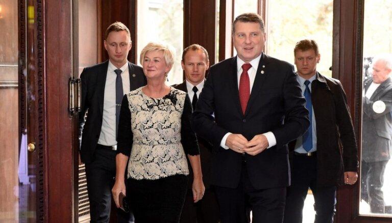 Foto: Prezidents Vējonis un pirmā lēdija priecē ar saskanīgu stilu
