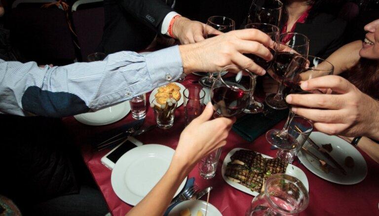 Klubs 'Friends' svinēs jaunā vīna svētkus – Beaujolais Nouveau