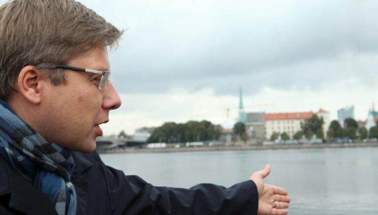 Ušakovs: Uzvaras laukuma izveidei būtu jānojauc gan Uzvaras piemineklis, gan Nacionālā bibliotēka