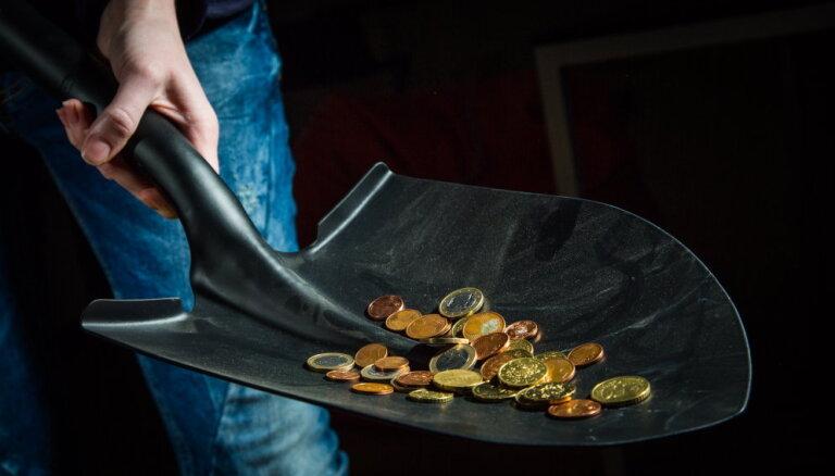 Iedzīvotāji aizņemas arvien vairāk, pieaudzis patēriņa kredītu skaits