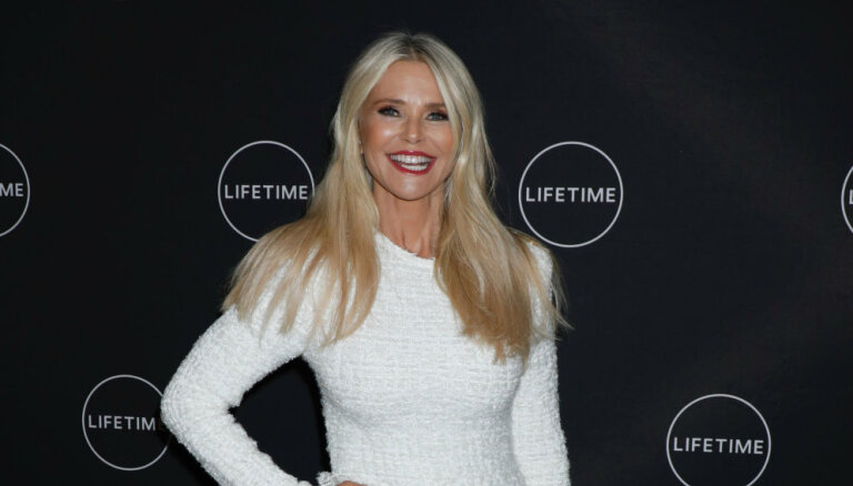 ФОТО: 64-летняя супермодель Кристи Бринкли показала урок красивого старения
