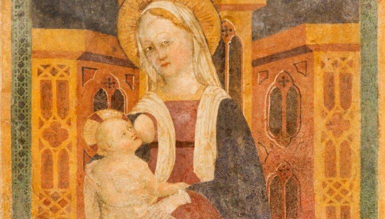 Pāvests Francisks skubina bērnus ar krūti barot arī baznīcās; Latvijas katoļi pauž atbalstu