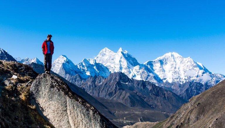 Ceļotāja pieredze: aizlidot uz bīstamāko lidostu pasaulē un uzkāpt līdz Everesta bāzes nometnei