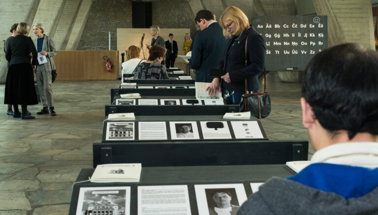 Foto: Parīzē atklāta izstāde 'Latvijas kultūras alfabēts'