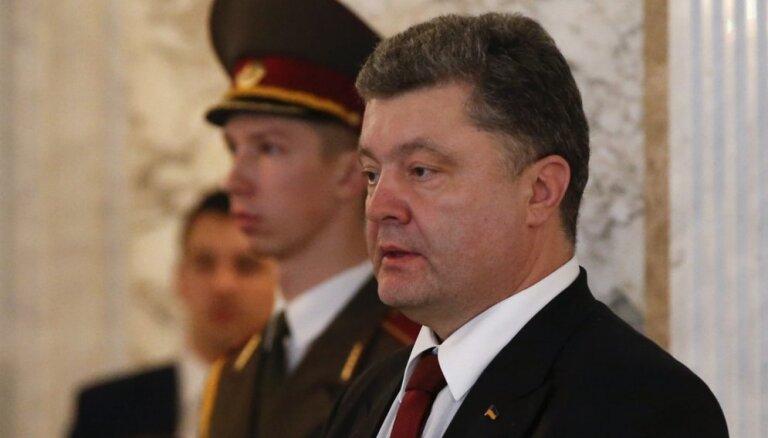 Порошенко разрешил ВСУ стрелять из всего имеющегося оружия в Донбассе