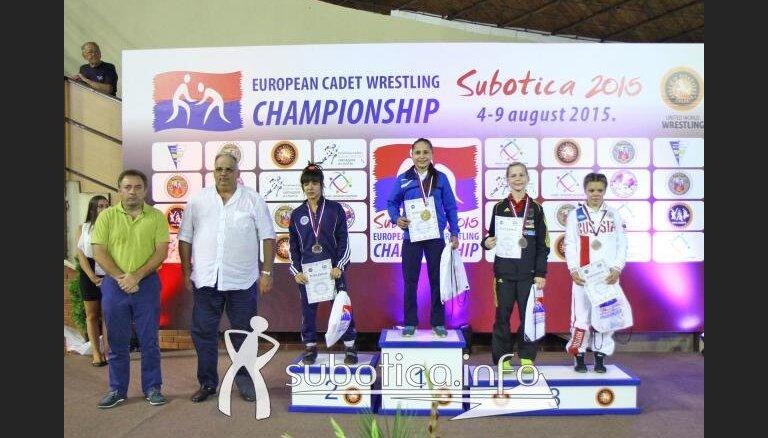 ВИДЕО: Латвийская спортсменка становится чемпионкой Европы по борьбе
