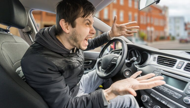 Franči un grieķi ir Eiropas nepieklājīgākie autovadītāji