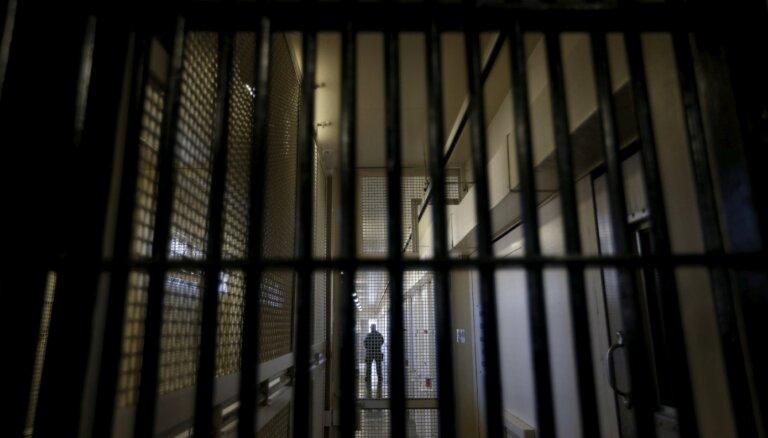 Суд арестовал возможную подельницу обвиняемого в мошенничестве бывшего судебного исполнителя Вейнбергса