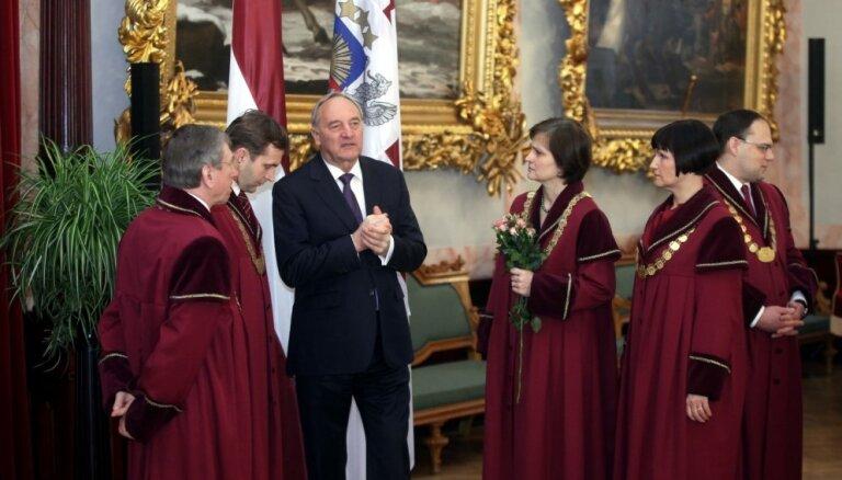 Foto: Kā prezidentam zvērēja Satversmes tiesas tiesnese Ziemele