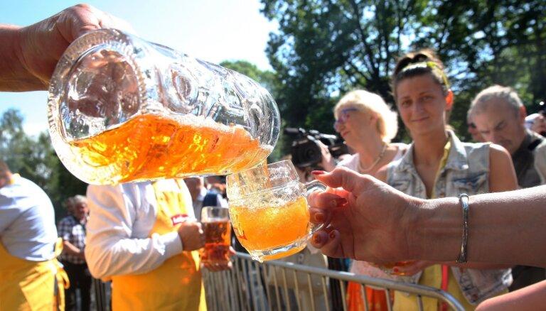 Alus ražotāji: cilvēki biežāk izvēlas izmeklētas alus šķirnes