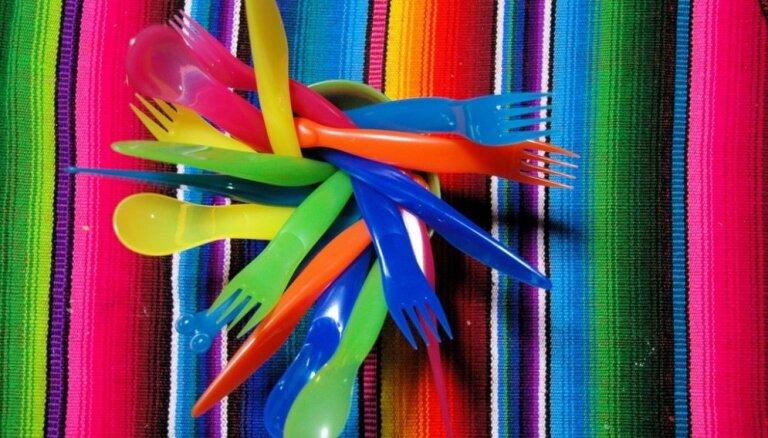В Евросоюзе запретят использовать пластиковые вилки и тарелки