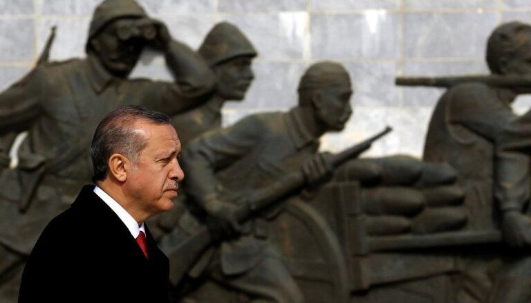 Turcija iegādāsies Krievijas aizsardzības sistēmu S-400, apstiprina Erdogans