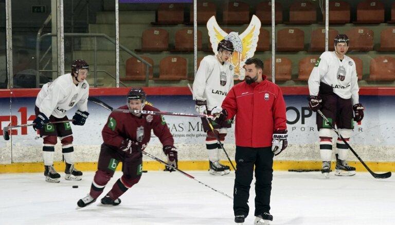 Latvijas hokeja izlases treneri vārtsargu spēlei pret Itāliju neatklāj
