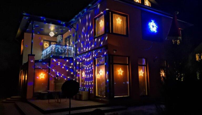 Foto: Kādos Ziemassvētku dekoros izrotājušies nami Ķekavas novadā