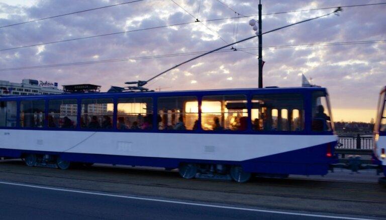 Сейм принял заявление за равные цены на проезд в транспорте Риги