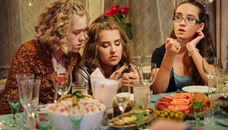 Noslēdzies pusaudžu komēdijas 'Tizlenes' galvenais filmēšanas posms