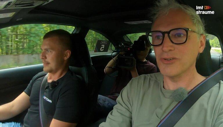 'Ātruma cilts' video: Konstantīns Calko māca Timrotam savaldīt 'BMW M2' 180 km/h ātrumā