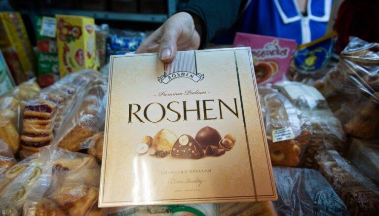 Krievijā OMON ieņēmusi Ukrainas saldumu ražotni 'Roshen'; iesaldē uzņēmuma aktīvus