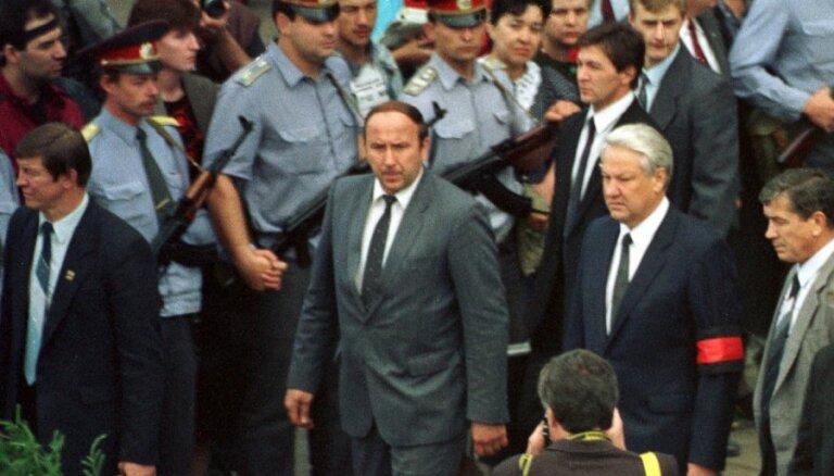 Среди россиян ухудшается отношение к Ельцину, 55% винят его в развале СССР