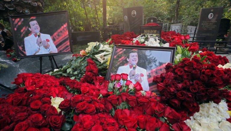 ФОТО: Прощание с Кобзоном длилось 5 часов и собрало звезд и первых лиц России