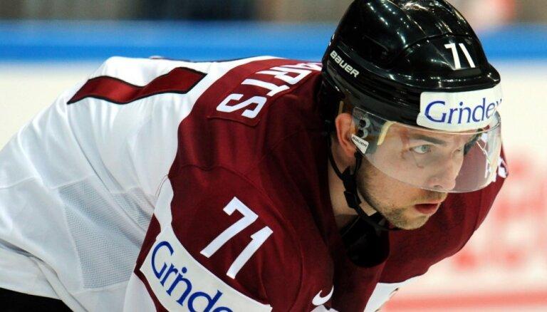 Ar Latvijas hokeja izlasi sācis trenēties Roberts Bukarts