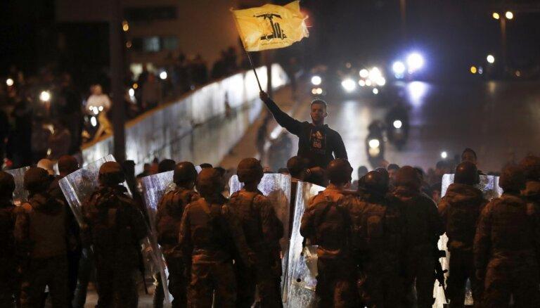 Beirūtā 'Hezbollah' atbalstītāji uzbrūk protestētājiem
