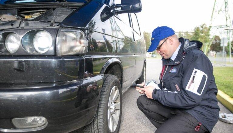 Eksperti iesaka autobraucējiem nesteigties ar vasaras riepu uzstādīšanu