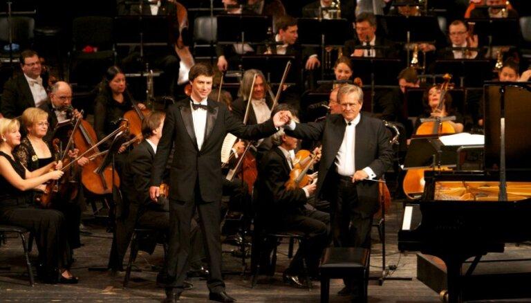 Fotoreportāža: pianists Ļahovskis un Čaikovska simfoniskais orķestris LNO