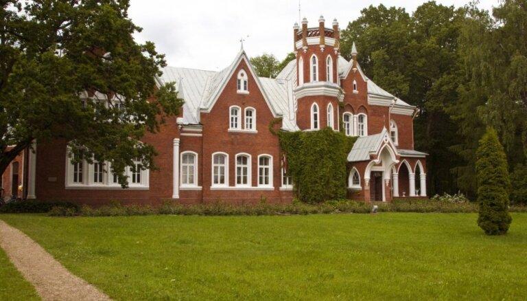 10 Latvijas pilis un muižas, kas glabā stāstus un leģendas