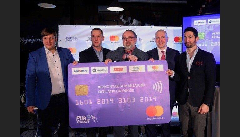 Bezkontakta kartes kļūst par Latvijas iedzīvotāju maksājumu jauno normu