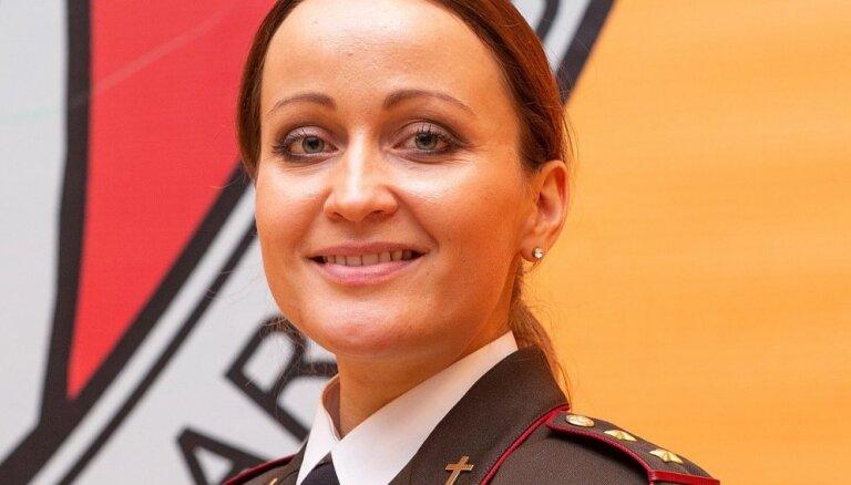 Teoloģijas fakultātes absolvente Pumpura kļuvusi par pirmo sievieti armijas kapelāni Latvijā