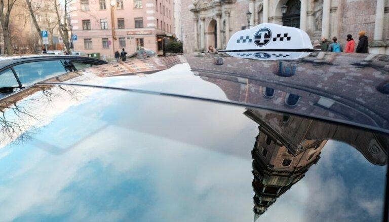 Jaunie noteikumi pasažieru komercpārvadājumiem ar vieglo auto var radīt birokrātiskus apgrūtinājumus, domā 'Taxify'
