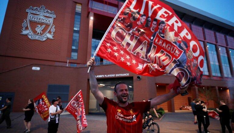 'Liverpool' futbolisti pēc 30 gadu pārtraukuma atgriežas Anglijas čempionu tronī