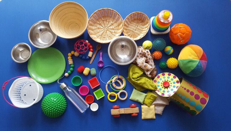 Список игрушек, которые нужны малышу для развития в первый год жизни