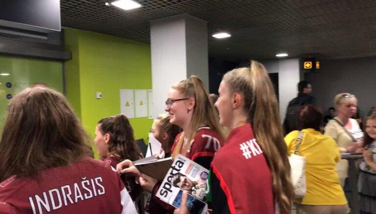 Latvijas hokejistu sagaidīšana