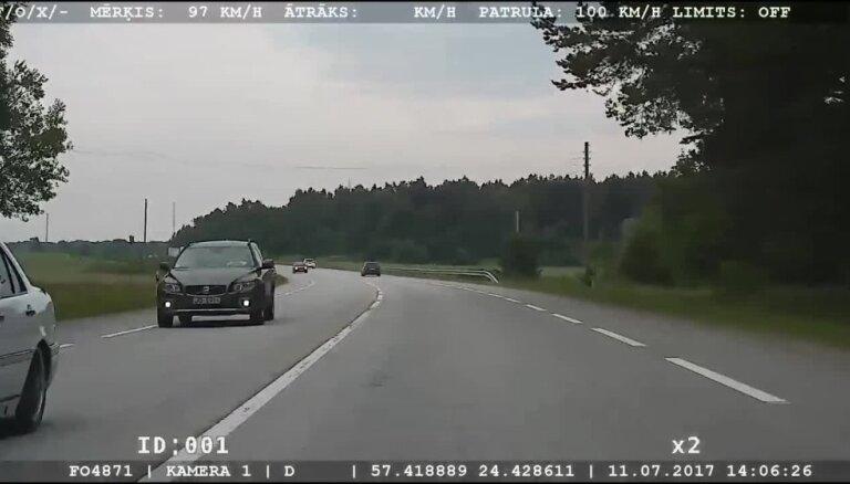 Salacgrīvas novadā noķer igauni, kurš traucas ar 185 km/h