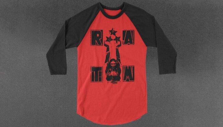 'Rage Against the Machine' tirgo krekliņu ar latviešu brīvības simbolu – Mildu