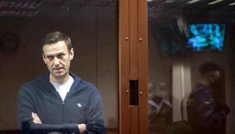 Navaļnija atbalstītāji sodīti par protestiem pie kolonijas Pokrovā