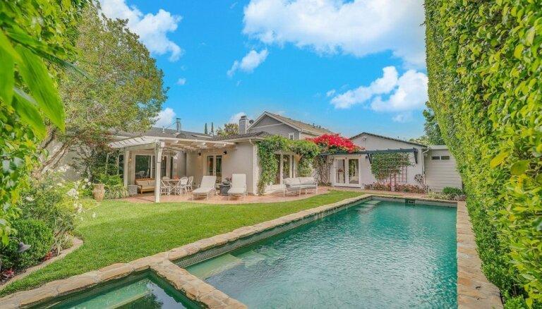 Foto: Pārdošanā nonākusi Selēnas Gomesas 2,4 miljonus eiro vērtā māja ar lavandas dārzu