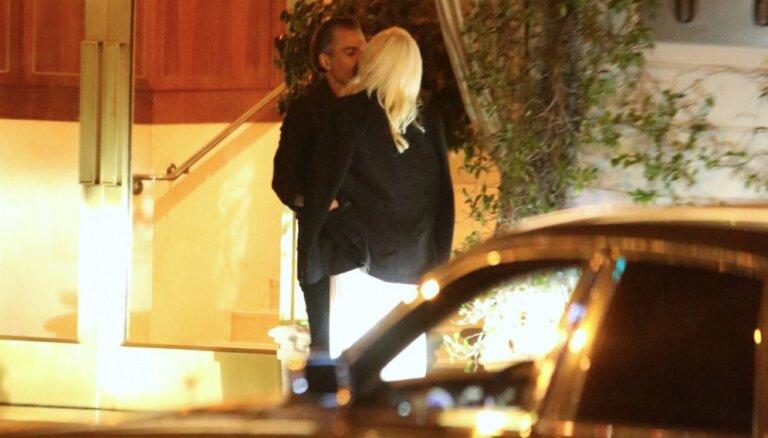 Foto: Lady Gaga maigojas ar jauno sirdsāķīti